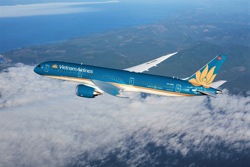 vietnam airlines resumes the first intl commercial flight entering vietnam