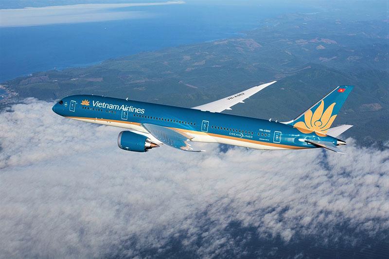 vietnam airlines resumes the first intl commercial flight entering vietnam