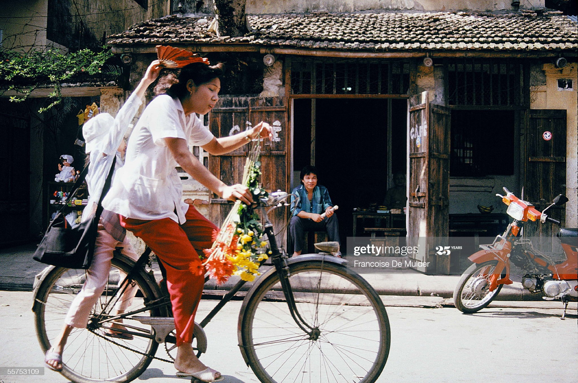 rustic life of hanoi in 1989 through french journalists lens