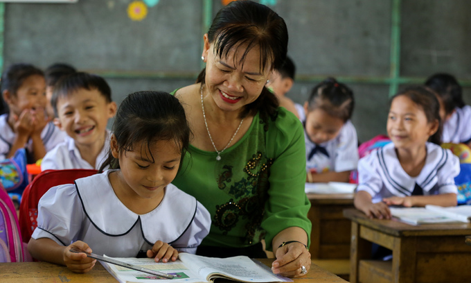 two vietnamese representatives join unesco network of learning cities