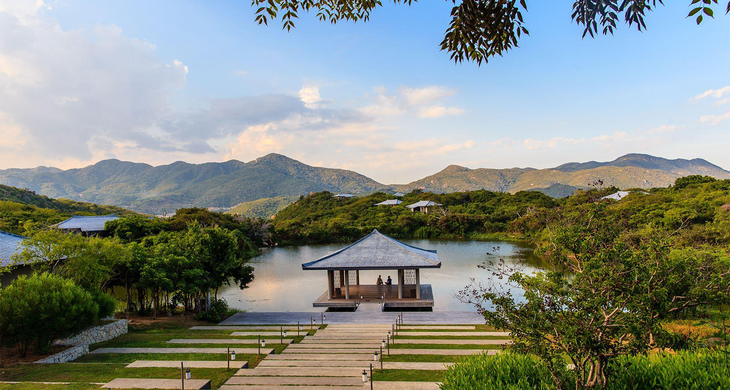 Five expensive travel experiences in vietnam