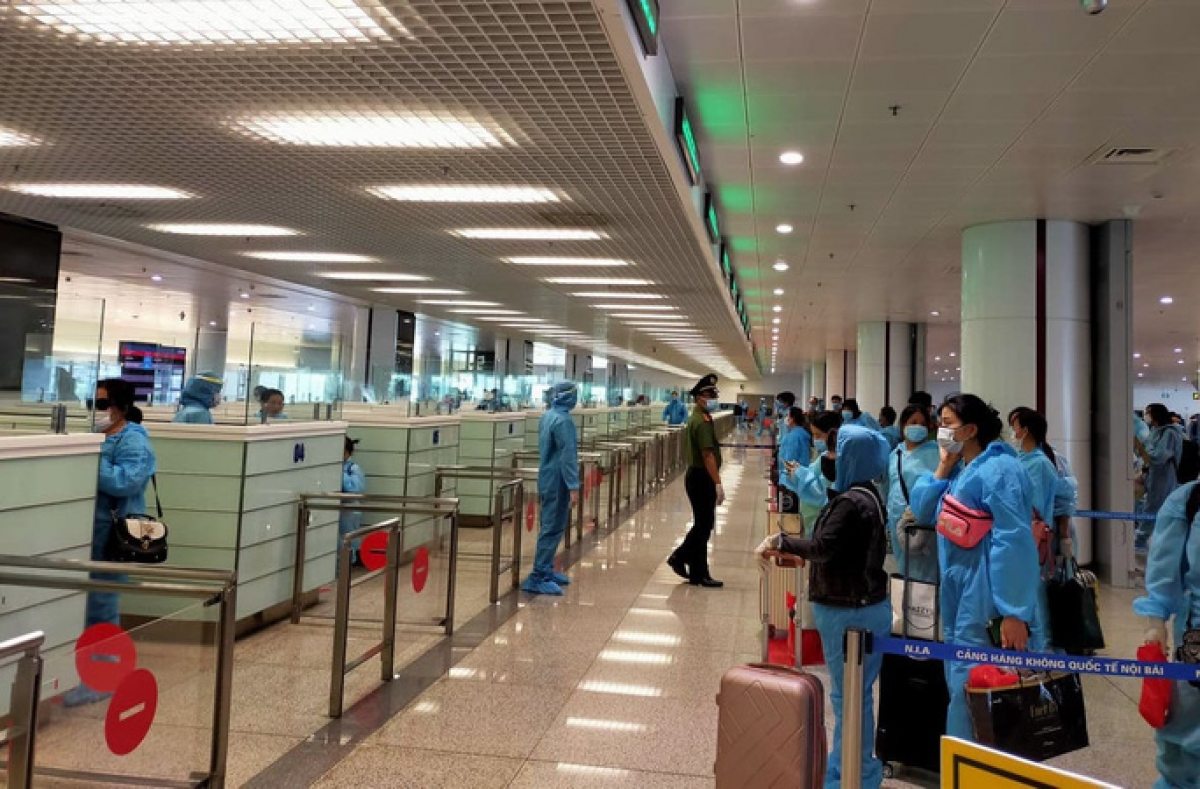why international commercial flights entering vietnam again temporarily suspended