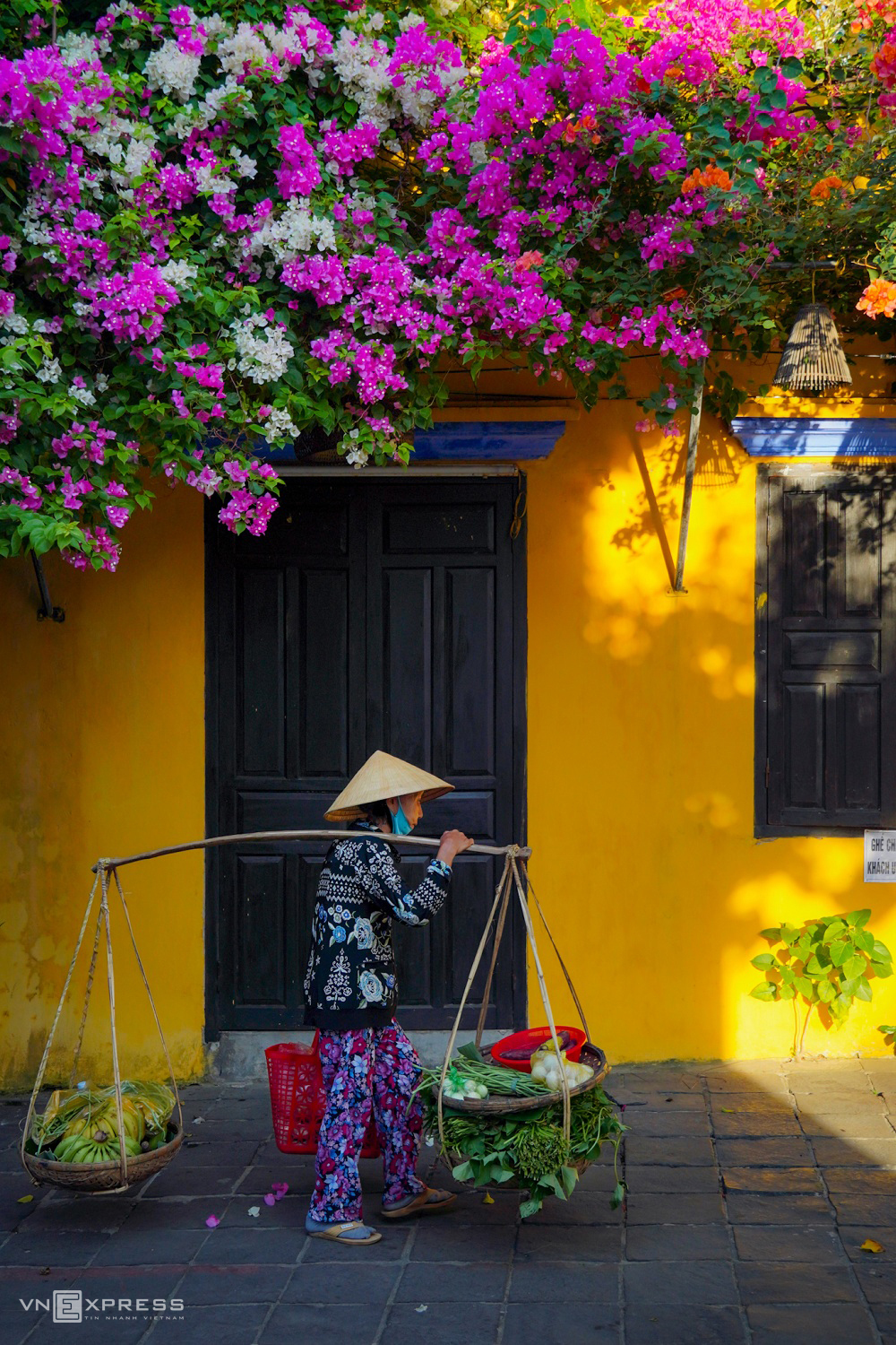 A glimpse of poetic Hoi An Ancient Town in autumn