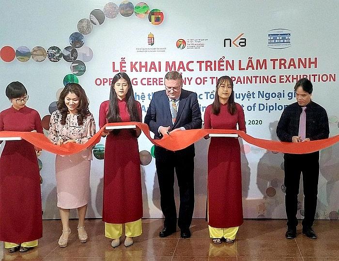 painting exhibition celebrates 70th anniversary of establishing vietnam hungary diplomatic relations