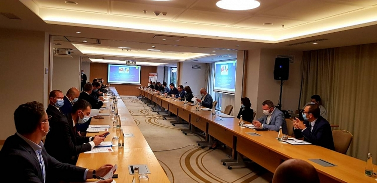 vietnam romania discuss cooperation prospects on economic trade investment