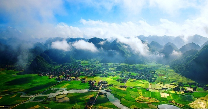 exploring valley of clouds in northern vietnam