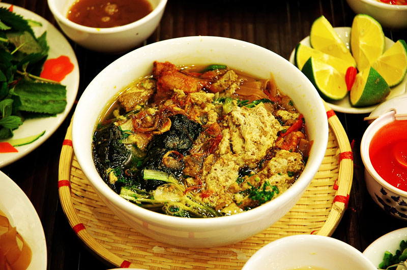 """""""Must-try"""" specialties of the port city Hai Phong"""