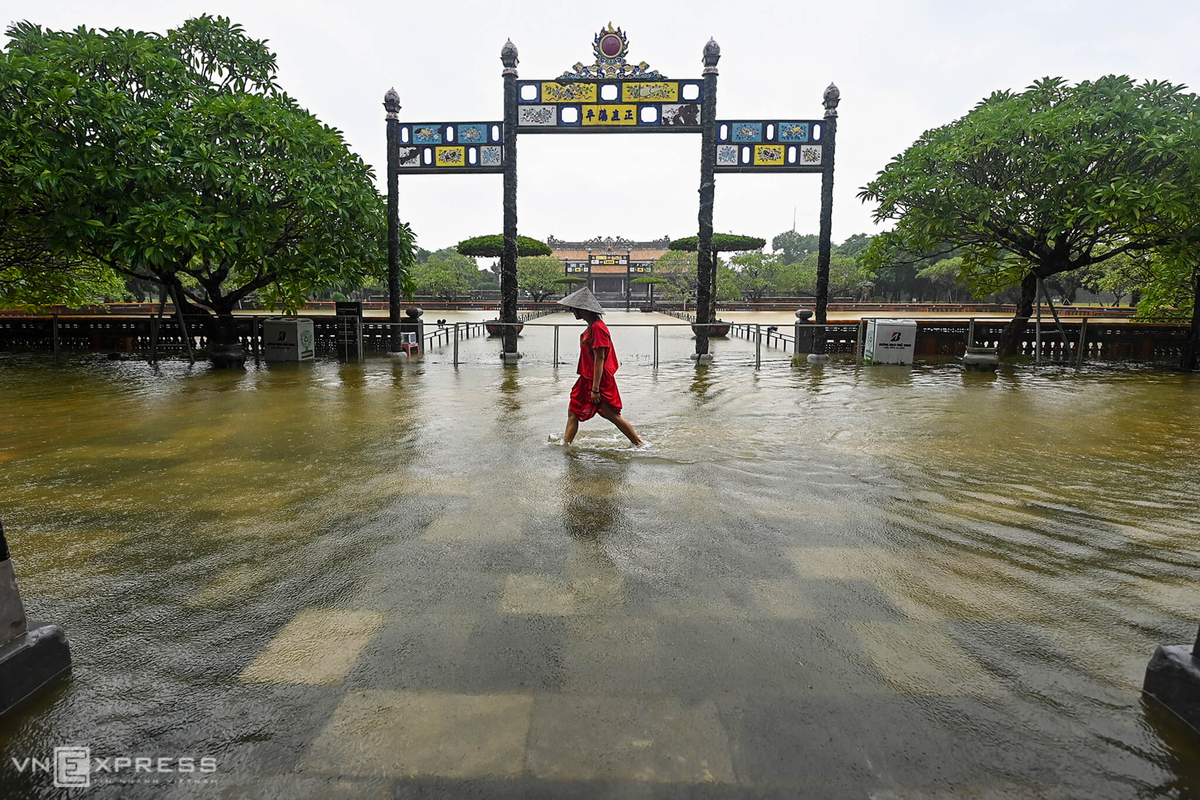 Hue Imperial City submerged by floodwaters