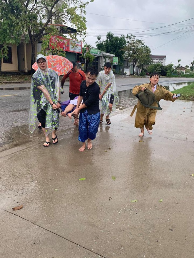 heart warming stories amidst flood in central vietnam