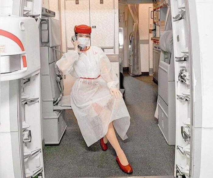 """Vietnamese girl """"conquers"""" seven world wonders as a flight attendant"""
