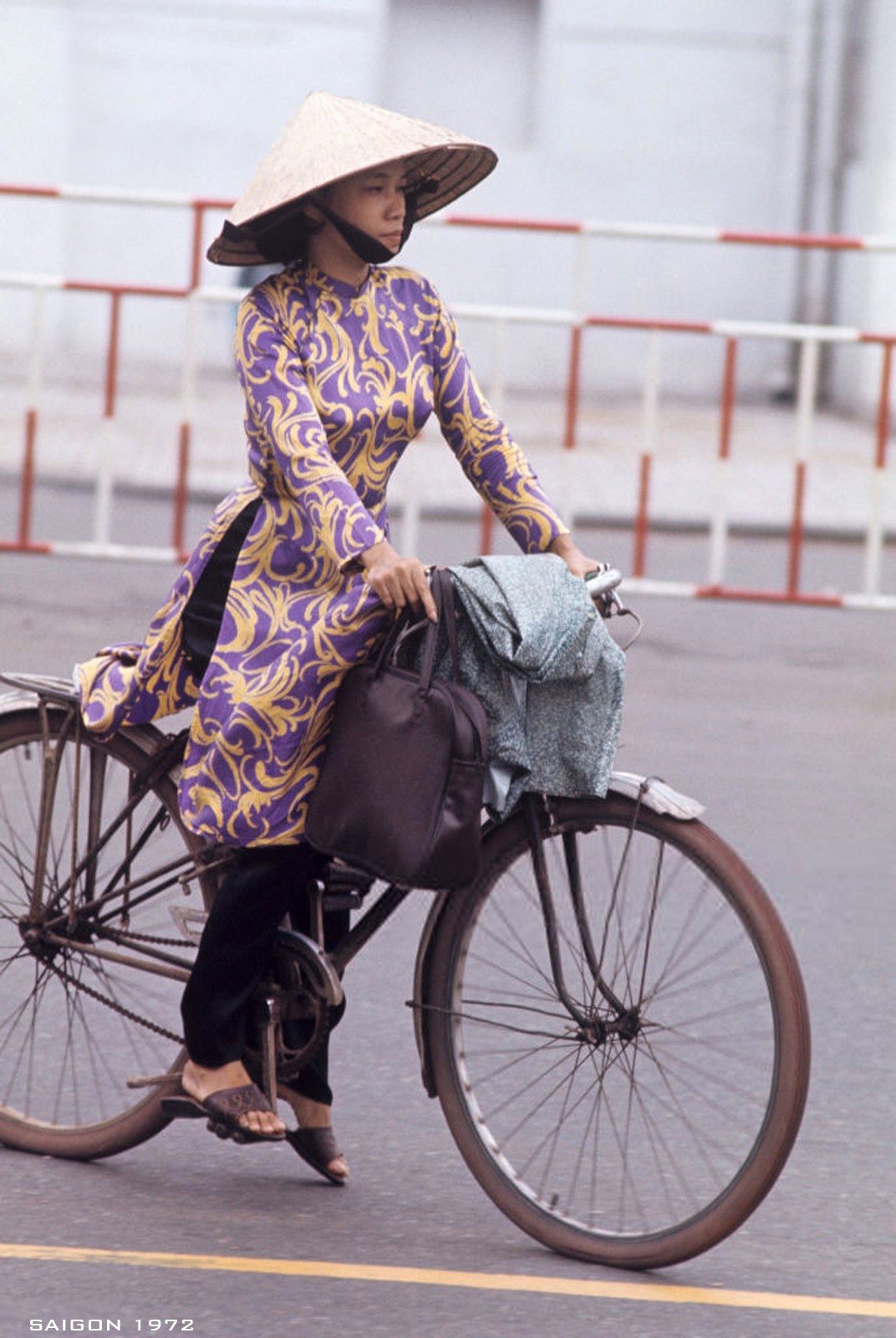interesting photos of saigon women in 1972 under us photographers lens
