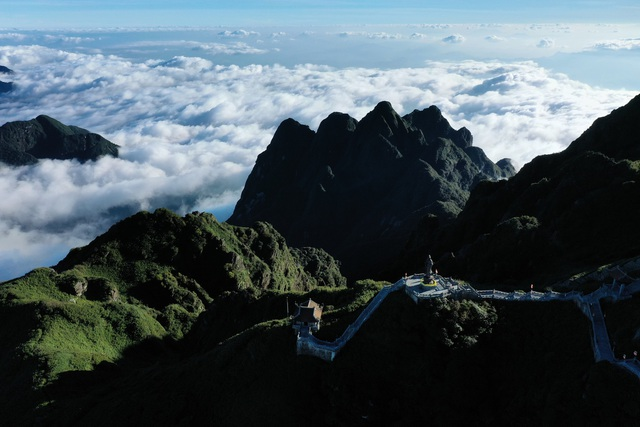 Fansipan Mount, a paradise for cloud-hunters