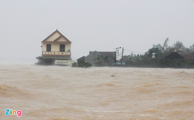 in photos record flooding in central vietnam thousands of houses deluged water