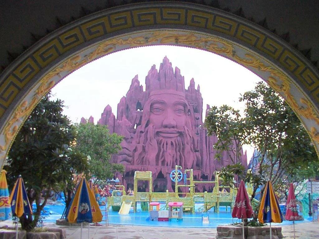 Weirdest places in Vietnam under the eyes of foreigner