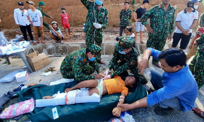 230 deaths in floods and landslides in central vietnam