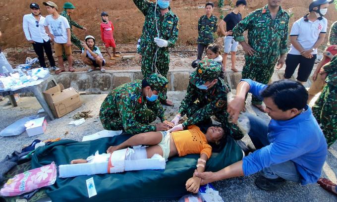 230 deaths in floods and landslides in central vietnam