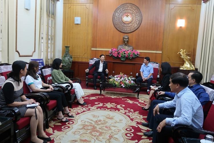 Vietnam - Japan Friendship Association aids US$2,200 for flood victims in central Vietnam