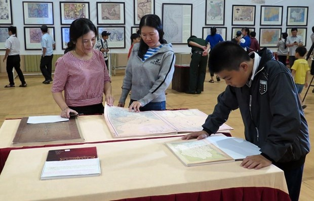 exhibition on vietnams sovereignty over hoang sa and truong ongoing in da nang