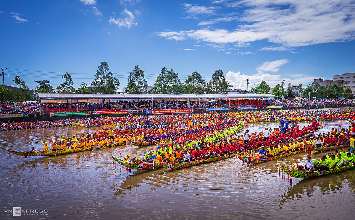 boat racing festival a traditional cultural feature of mekong delta