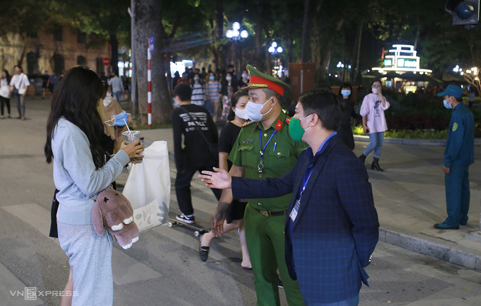 Five places in Hanoi forcing mask wearing to prevent COVID-19