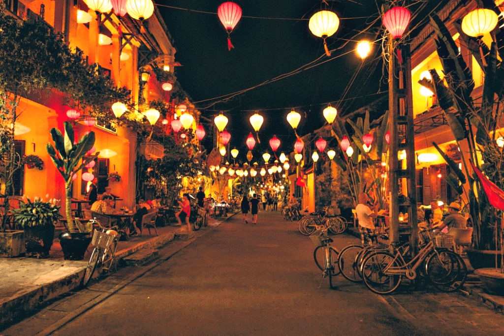 hoi an reopens pedestrian streets craft villages after months closing due to covid 19 and floods