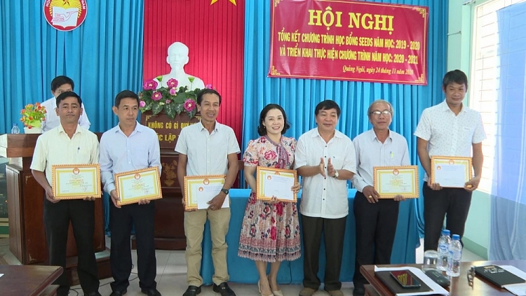 quang ngai students receive seeds scholarship in 2020 2021 school year