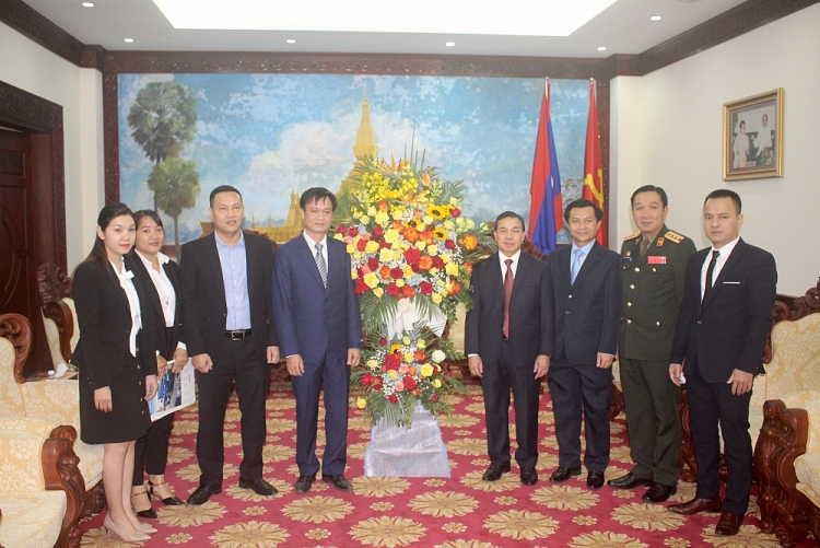 lao embassy in vietnam turning congratulatory flowers into presents for disaster hit victims central vietnam
