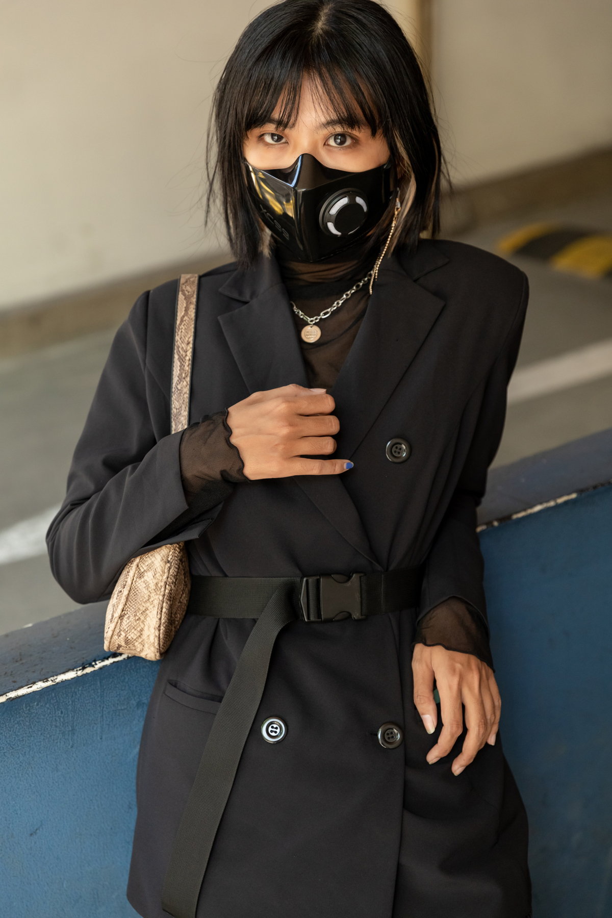 Saigon fashionistas shine in costumes that well matched with COVID-19 accessories