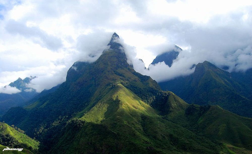 Majestic beauty of Vietnam's highest mountain range