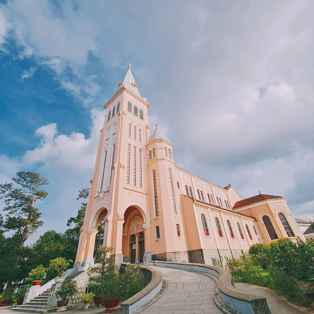 four cathedrals for a wonderful christmas visit in da lat