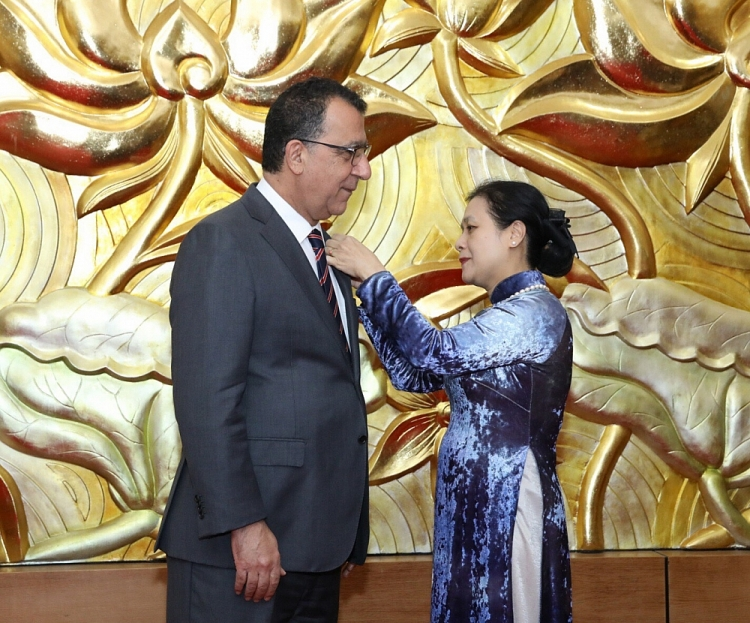 vufo presents medal for peace and friendship among nations to chilean ambassador to vietnam