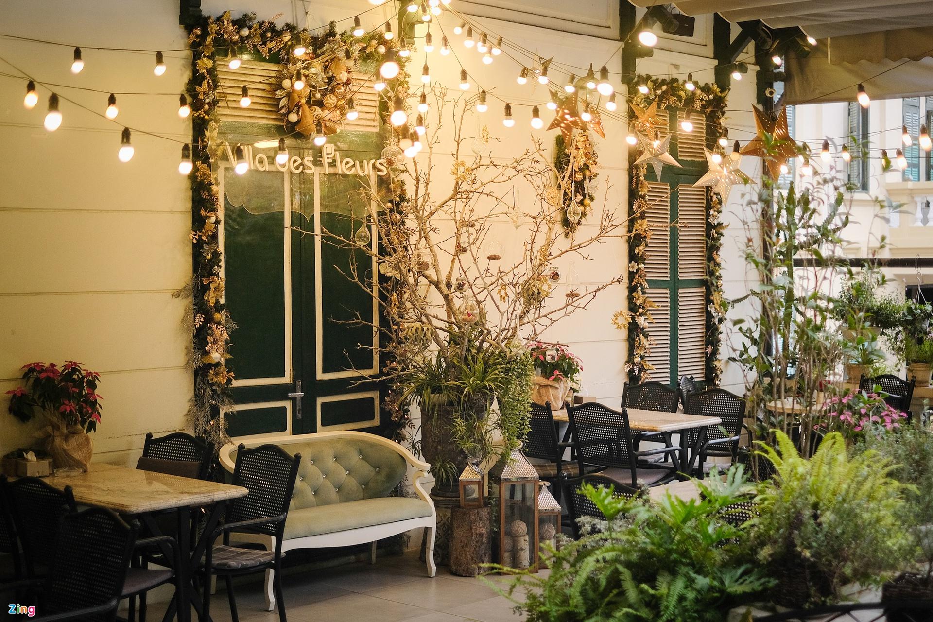Three coffee shops in Hanoi to take Christmassy photos