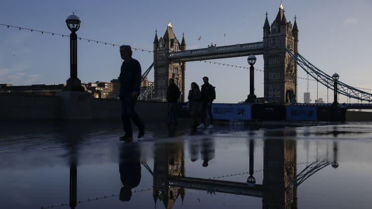 London imposed emergency lockdown as new virus strain detected