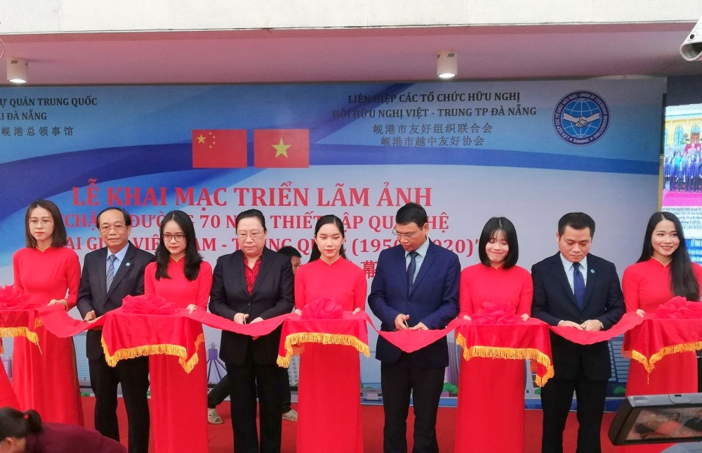 Photo exhibition highlights 70th anniversary of Vietnam-China diplomatic relations