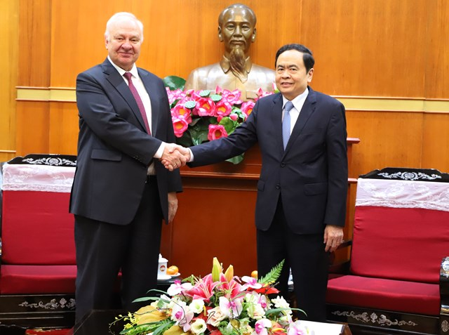 russian embassy in vietnam hands over donation for flood victims in central region