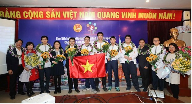 vietnamese students bag gold medals at intl olympiad of metropolises