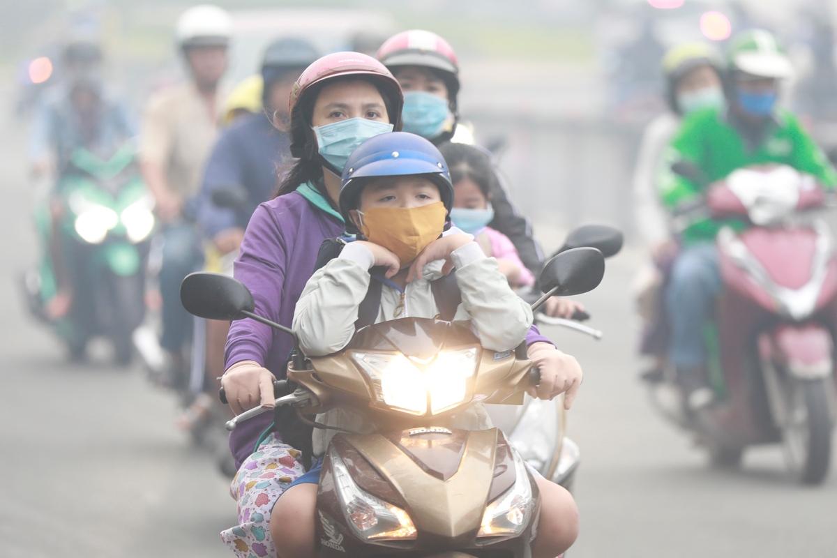 Vietnam's southern metropolis dimmed in fog