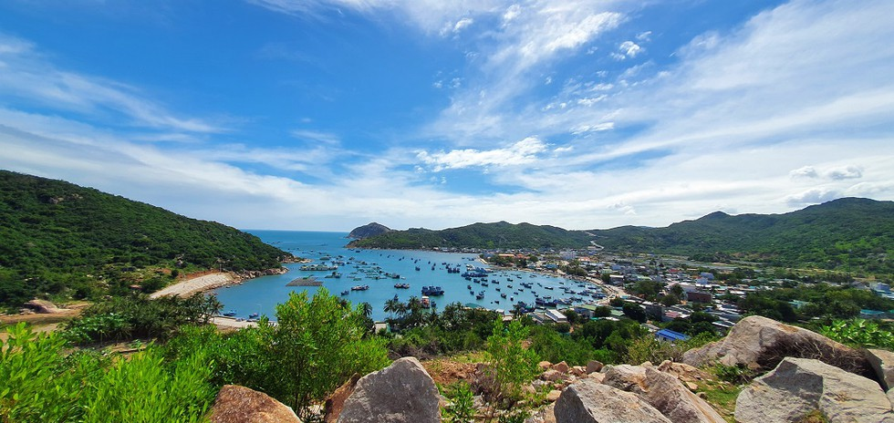 Rai Cave and Vinh Hy Bay, ideal destinations to spend New Year holiday