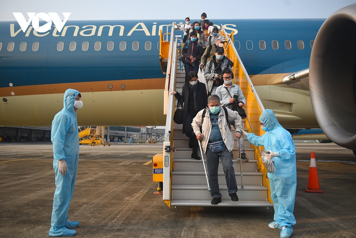 Vietnam suspends flights arriving from countries with new Covid-19 variant