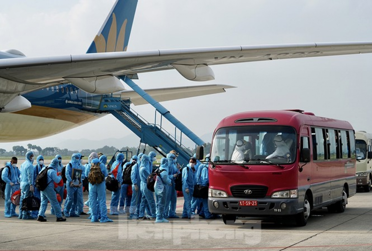 vietnam officially halts licensing flights from uk and south africa over covid 19