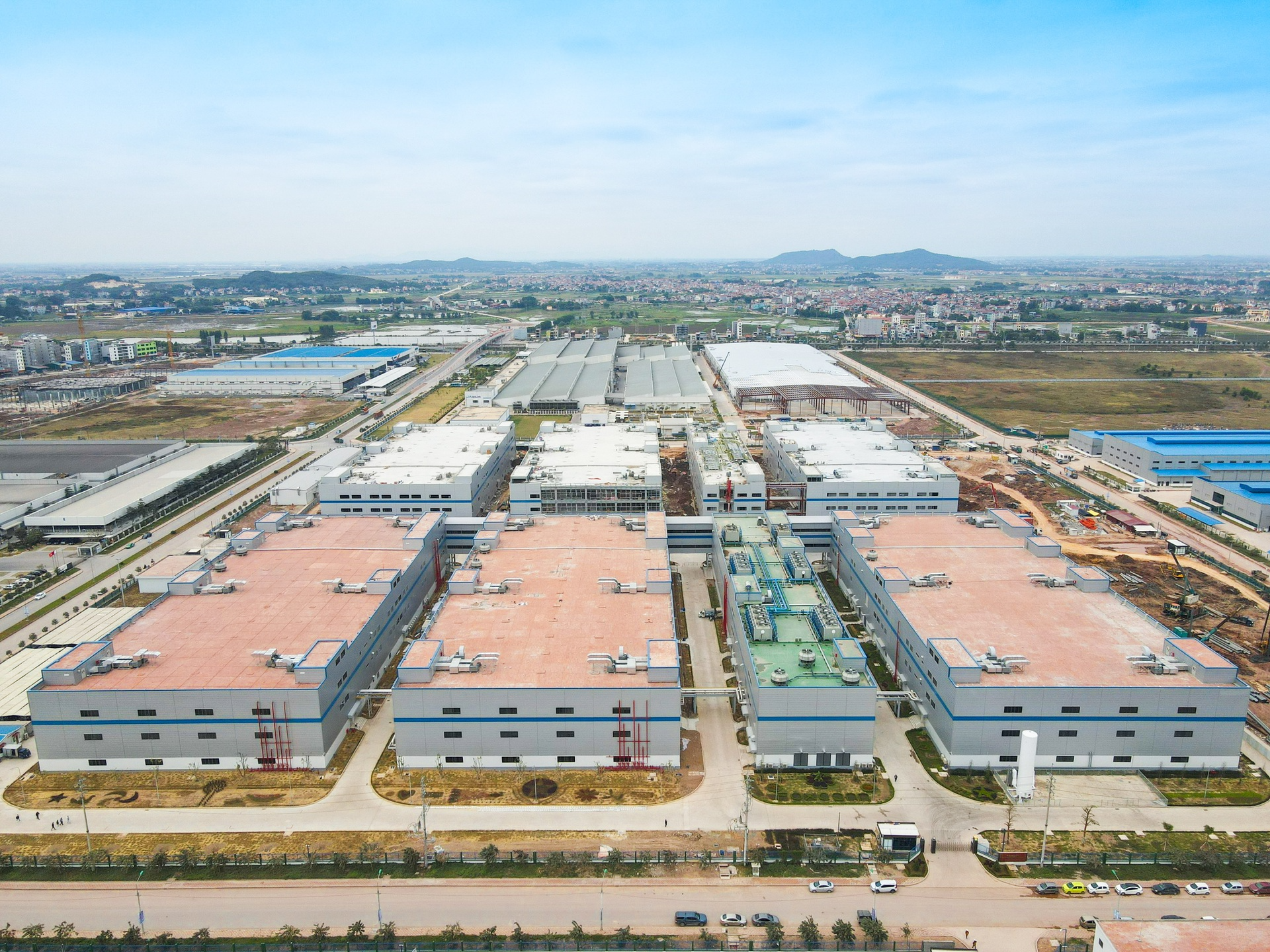 Foreign investors expected to enter Vietnam following Foxconn