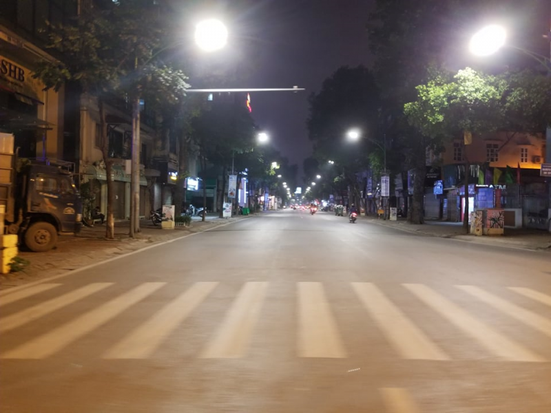 hanois streets become empty as shutdown order taken into effect due to coronavirus threats