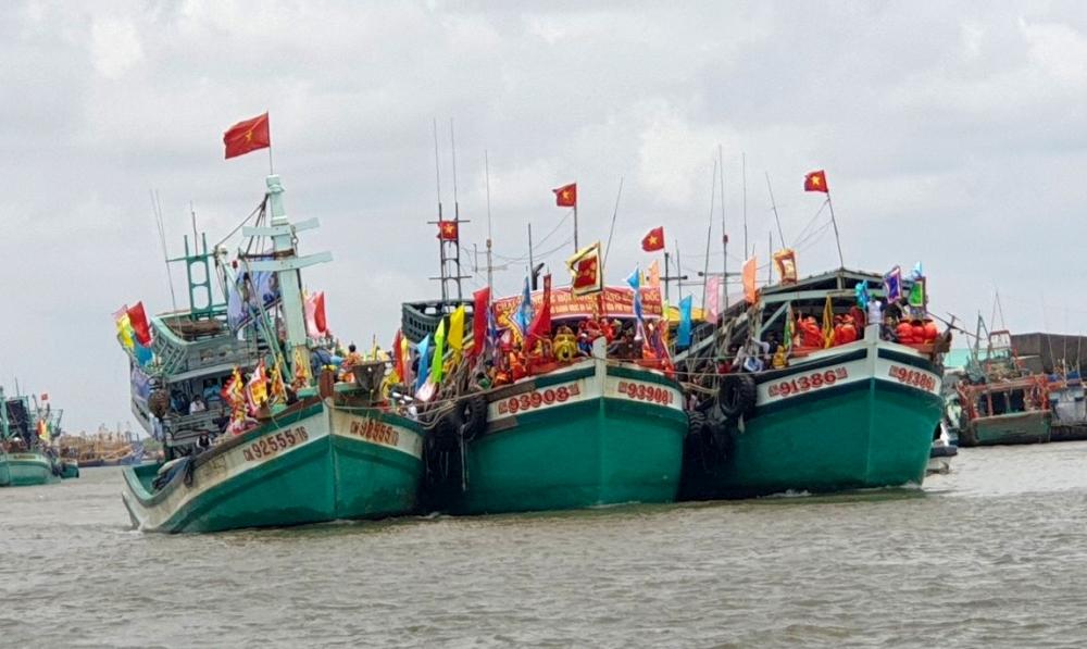 Impressive Ca Mau during Traditional Festival of Praising Sir. Whale
