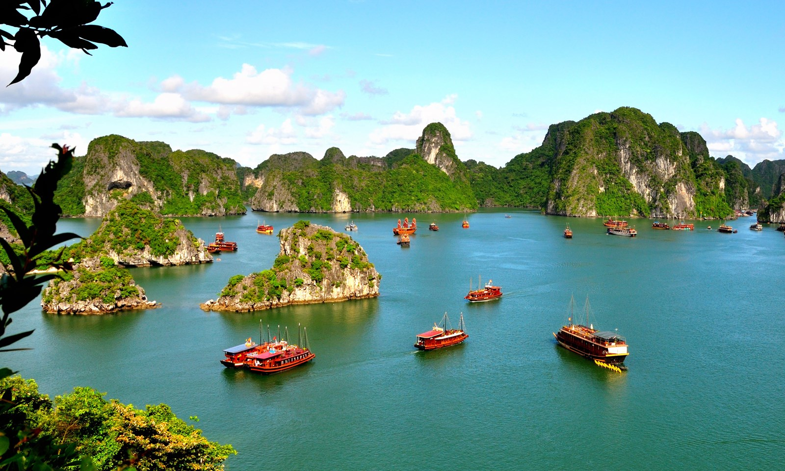 wanderlust suggests 17 must try things to do in vietnam