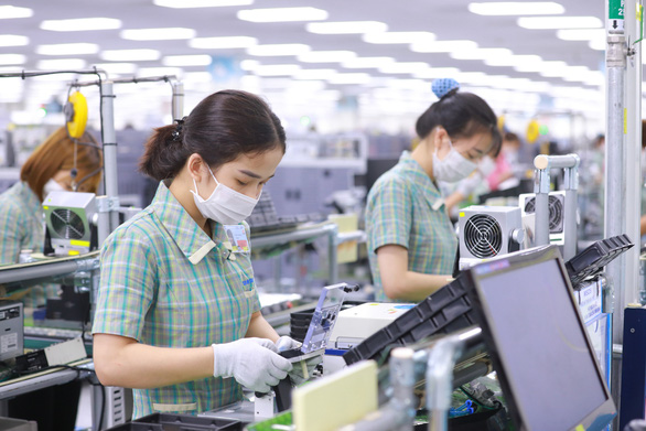 Samsung Vietnam's factory locked down after a worker test positive for Covid-19
