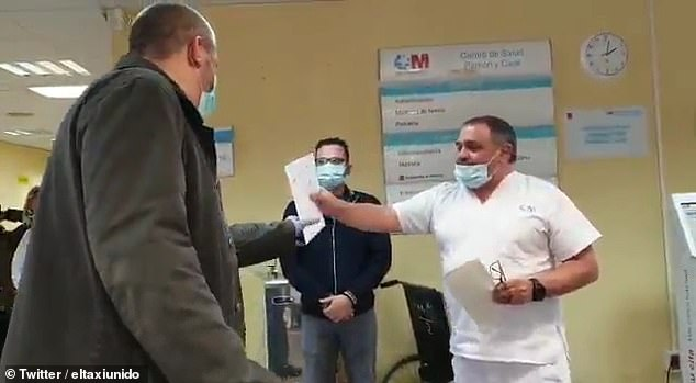 video taxi driver riding covid 19 patients to hospital for free gets surprise by doctors