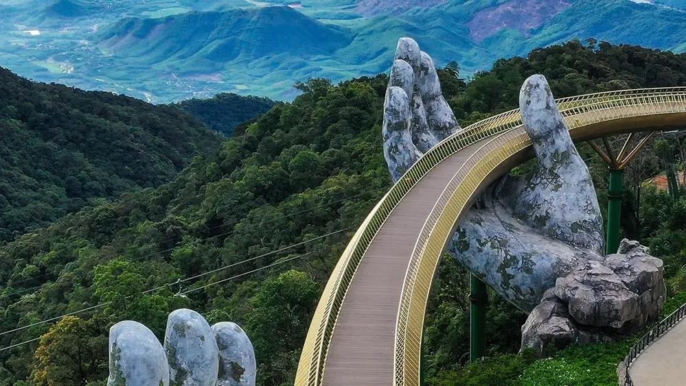 picture of vietnams golden bridge wins worlds best photo of architecture 2020