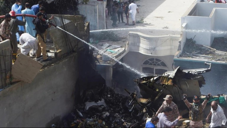 world news today pakistan international airlines flight crashed with 100 people onboard