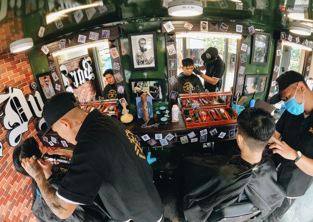 free haircut on caravan trucks for the poor