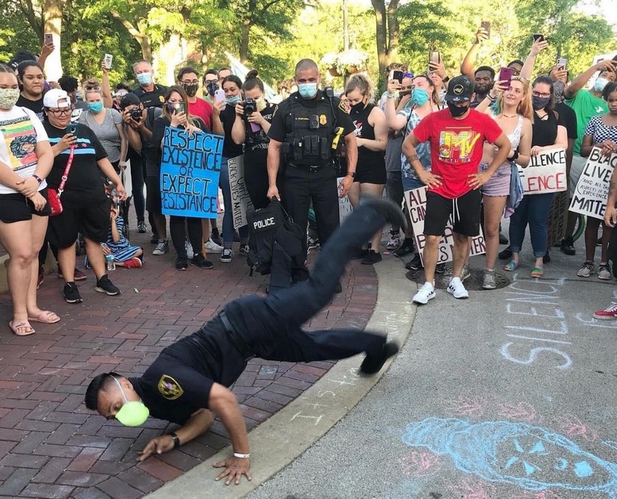 Illinois police officers join unexpected dance battle with peaceful demonstrators